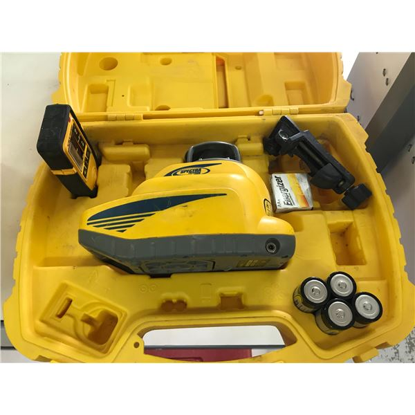 CST/BERGER LL300 SPECTRA PRECISION LASER WITH CARRY CASE