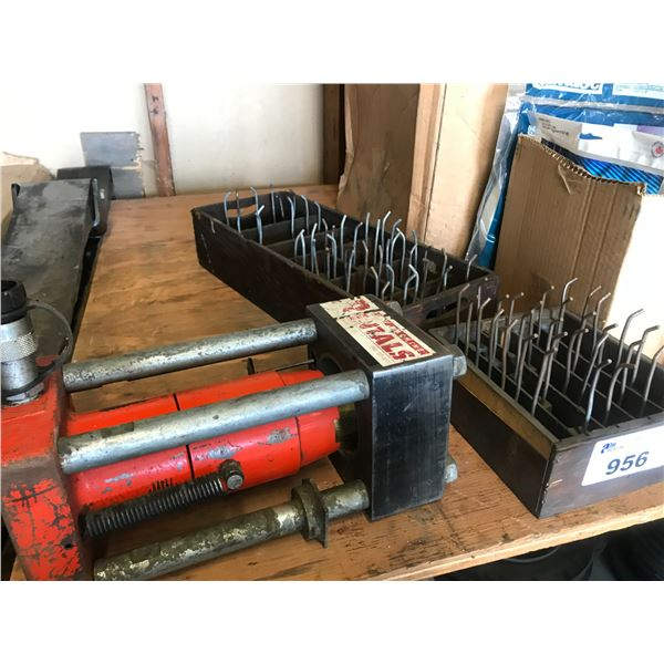 HYDRAULIC CRIMPING PRESS WITH WEDGES