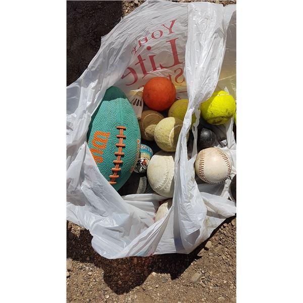 Lot Football / Tennis / Softballs Etc.