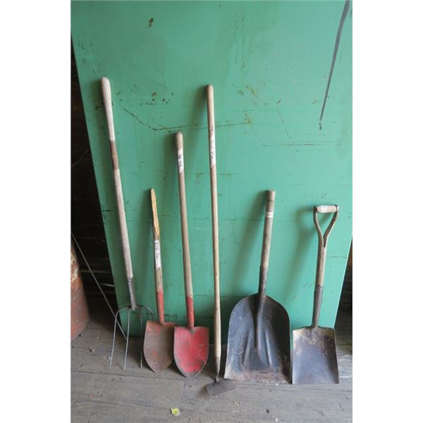 Lot of 4 Shovels, Forks and Ho