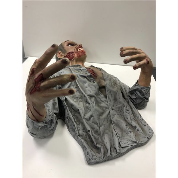 Well made high quality zombie decorative art sculpture