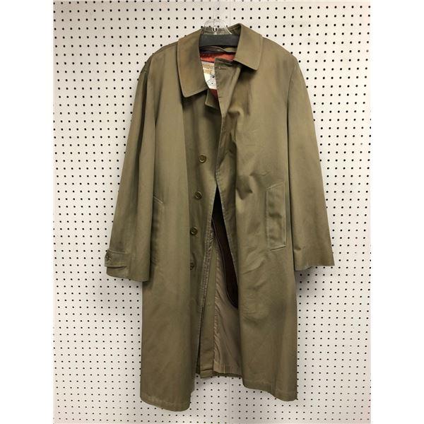 London Towne men's beige trench coat size 44