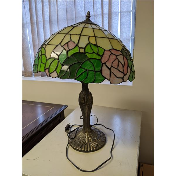 Tiffany style leaded stain-glass table lamp