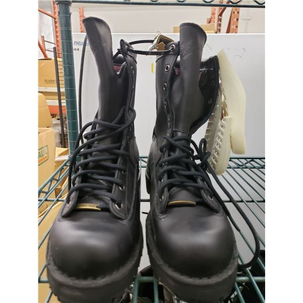 380 DANNERS INSULATED BOOTS WITH ARCH SUPPORT RETAIL VALUE $310 SIZE 9