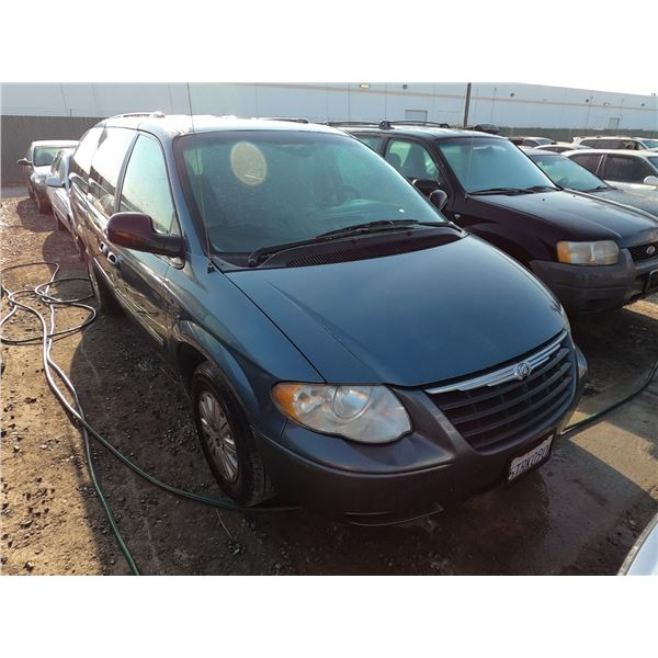 CHRYSLER TOWN AND COUNTRY 2005 T-DONATION