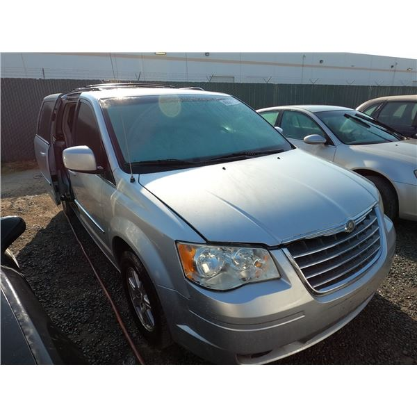 CHRYSLER TOWN & COUNTRY 2009 L/S-DONATION