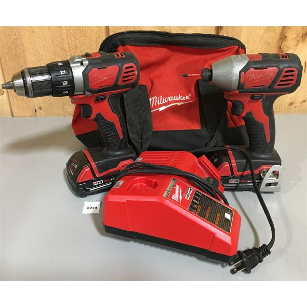 MILWAUKEE 2 X DRILLS W/ BATTERIES & CHARGER
