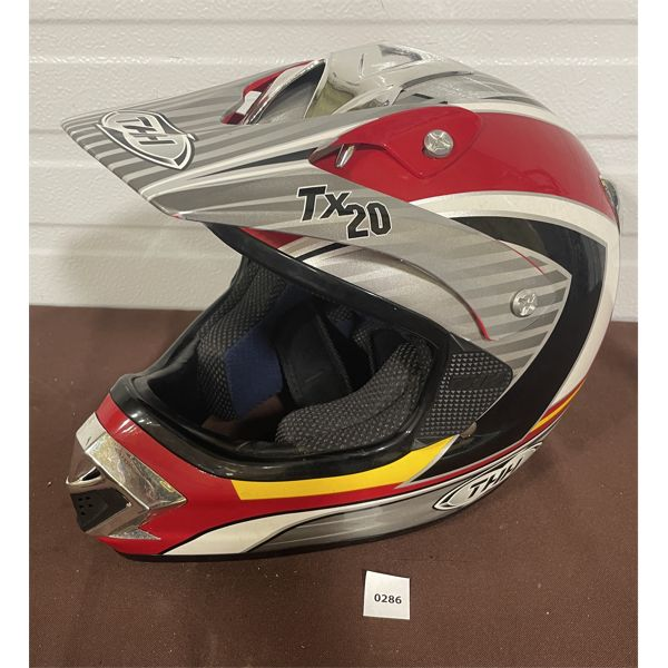 THH - TX20 MOTORCYCLE HELMET - SIZE LARGE - AS NEW