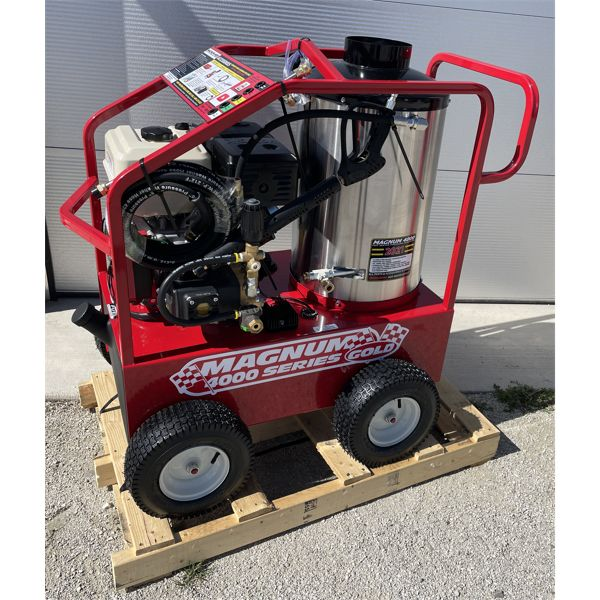 MAGNUM 4000 GOLD HOT WATER POWER WASHER, NEW
