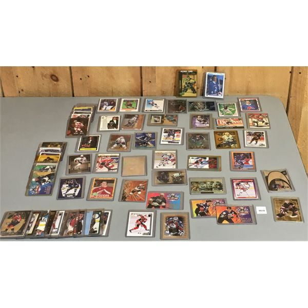 JOB LOT - QTY OF SPORTS CARDS - INCLUDES 2 X ROOKIE CARDS (?)