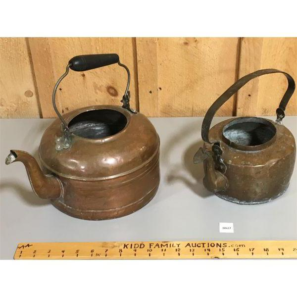 LOT OF 2 - COPPER KETTLES - APPROX 8 & 10 INCHES