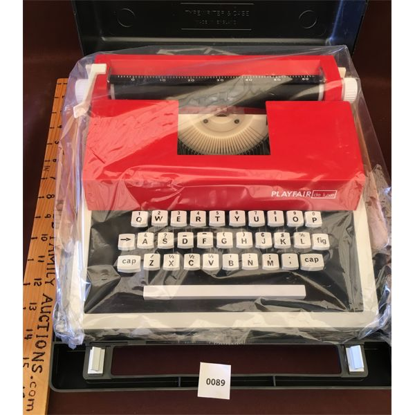 PLAYFAIR DE LUXE TYPEWRITER - NEW WITH CASE