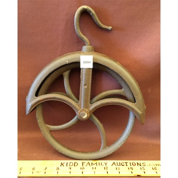 ANTIQUE WELL PULLEY - 10 INCHES