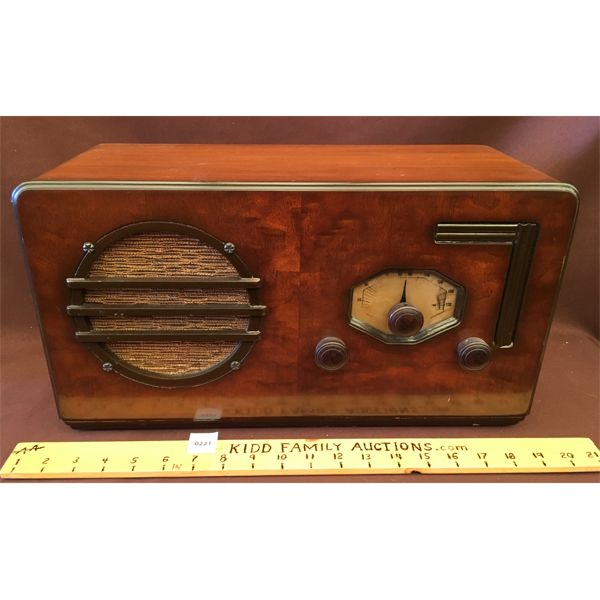WESTINGHOUSE ANTIQUE RADIO MODEL 410A W/ DATA SHEET