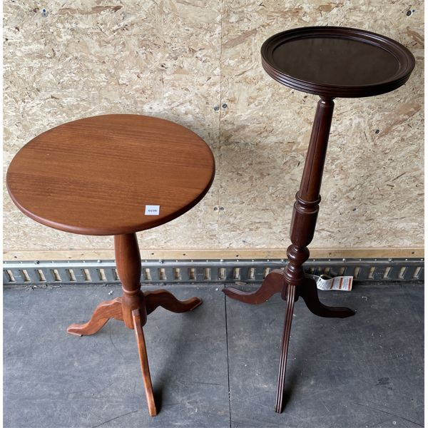 LOT OF 2 - TABLE & PLANT STAND