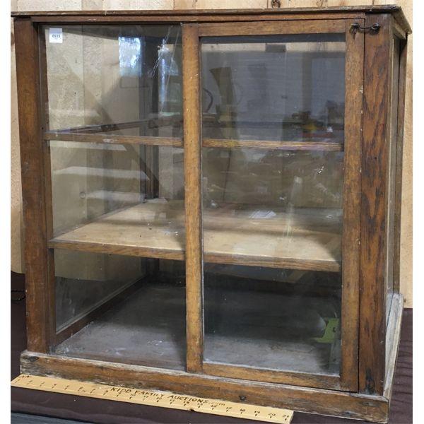 ANTIQUE DISPLAY CASE W/ SLIDING DOORS - 24 X 27 X 28 INCHES