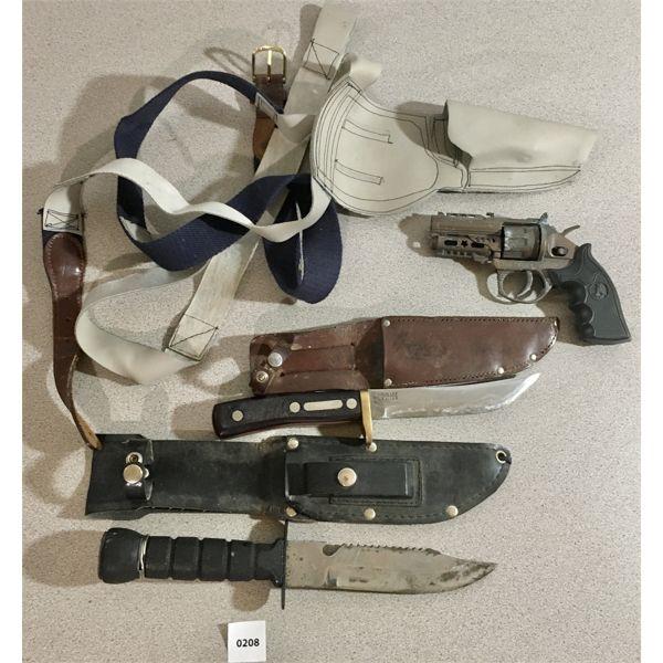 LOT OF 4 - 2X KNIVES & MINI HOLSTER W/ CAP GUN