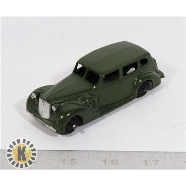 #101  DINKY TOYS #39A PACKARD SUPER 8 GREEN, EARLy