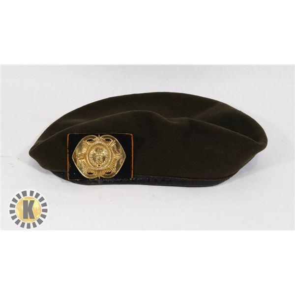 #467 VINTAGE MILITARY ARMY DUTCH BERET WITH BADGE