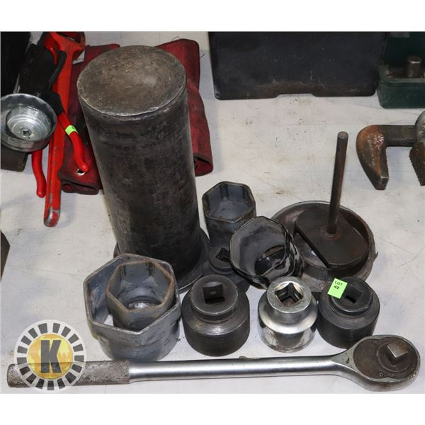 """LARGE 3/4"""" DRIVE SOCKET WRENCH WITH ASSORTED"""
