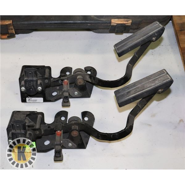 LOT OF 2 REMOTE THROTTLE PEDDLES
