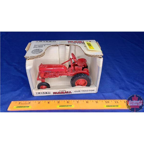 McCormick Farmall Cub Tractor (Scale: 1/16)