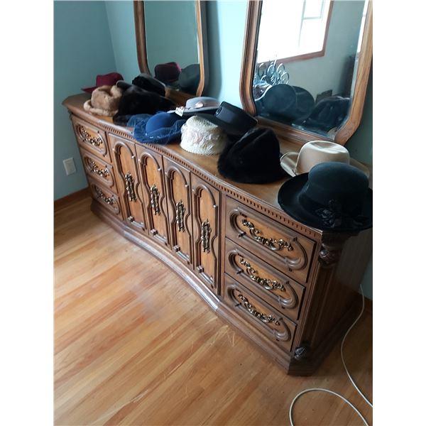 Assorted Ladies Hats - Fur - Wool