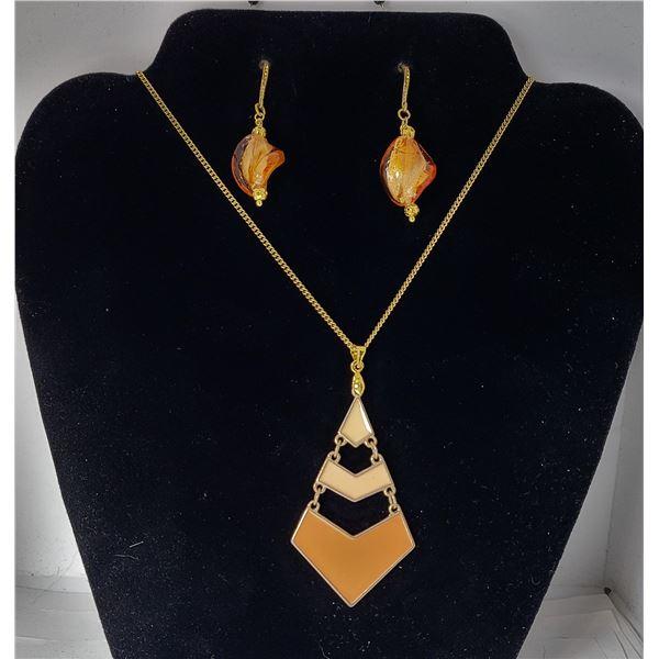 23)  GOLD TONE AND SHADES OF ORANGE PENDANT