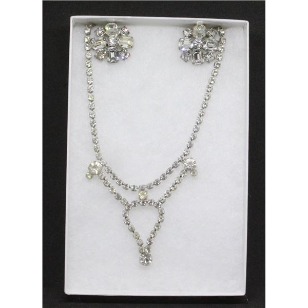 EARRING AND NECKLACE COSTUME JEWELERY SET