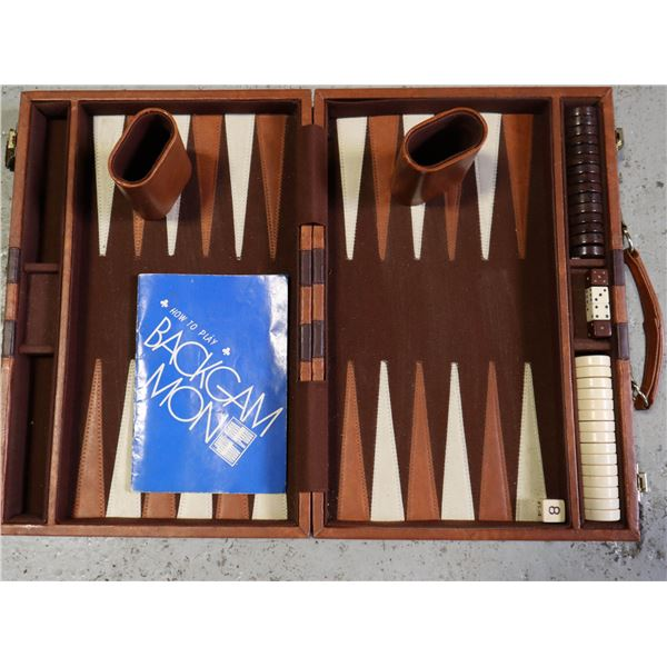 WINDSOR BACKGAMMON GAME IN LEATHER CASE WITH