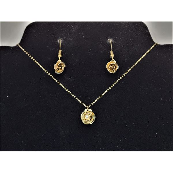 19) GOLD TONE ROSE NECKLACE AND EARRING