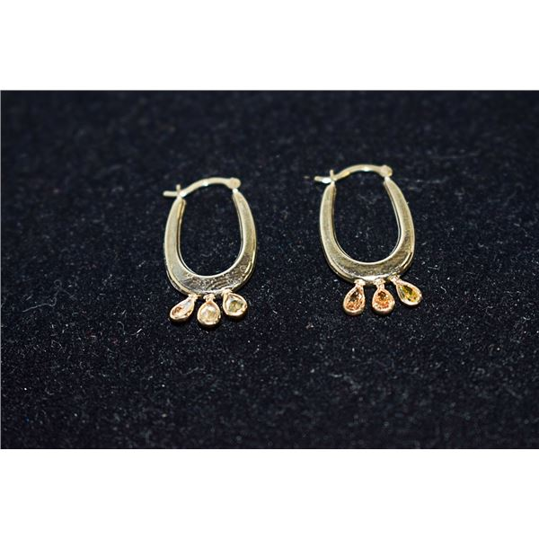 PAIR OF GOLD EARRINGS WITH 0.6CT STONES