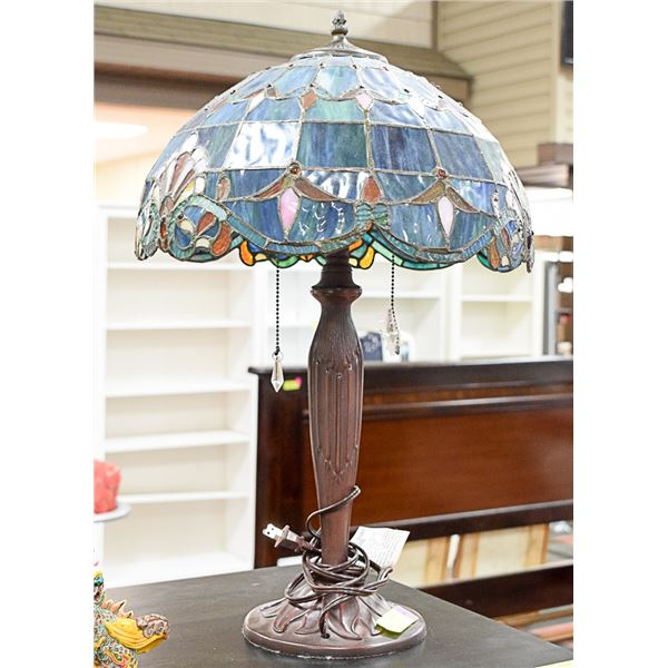 TIFFANY STYLE TABLE LAMP W/ STAINED GLASS