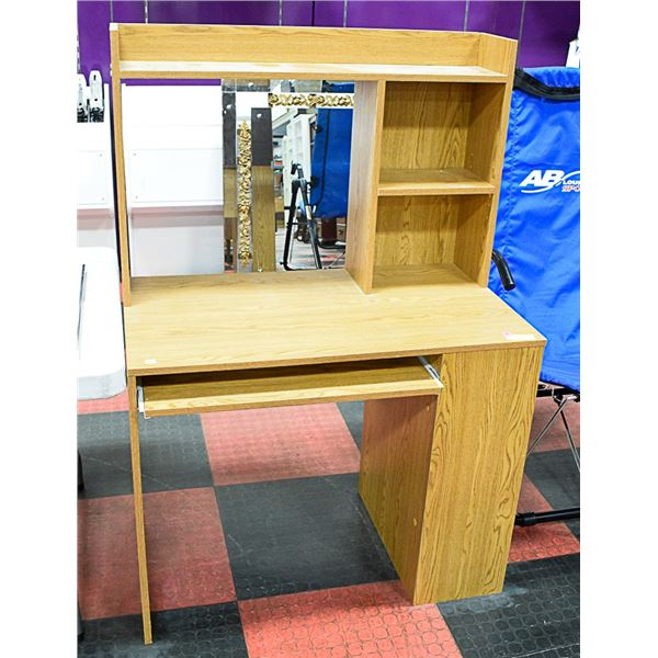STUDENT DESK W/HUTCH & PULL OUT KEYBOARD TRAY