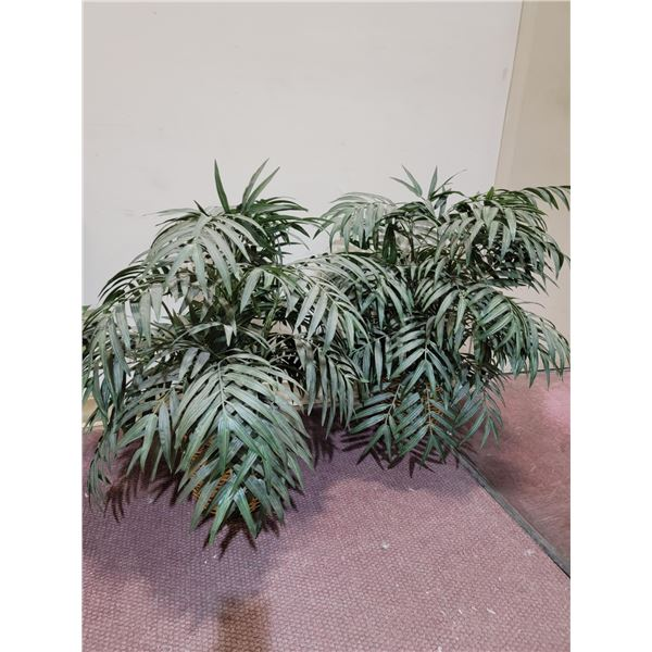LOT OF 2 ARTIFICAL PLANTS