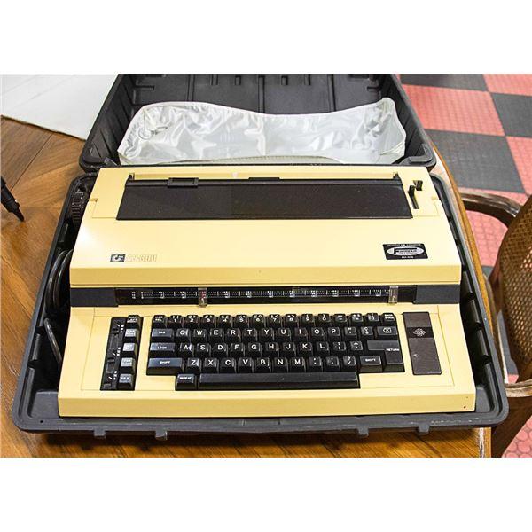 NAKAJIMA ELECTRIC TYPEWRITER MODEL AS-300 W/CASE