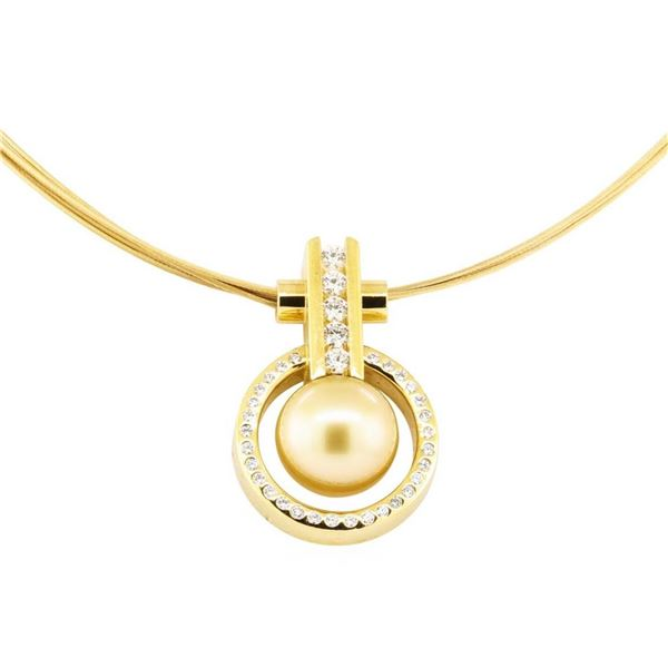 0.61 ctw Diamond and Pearl Pendant And Chain - 18KT Yellow Gold