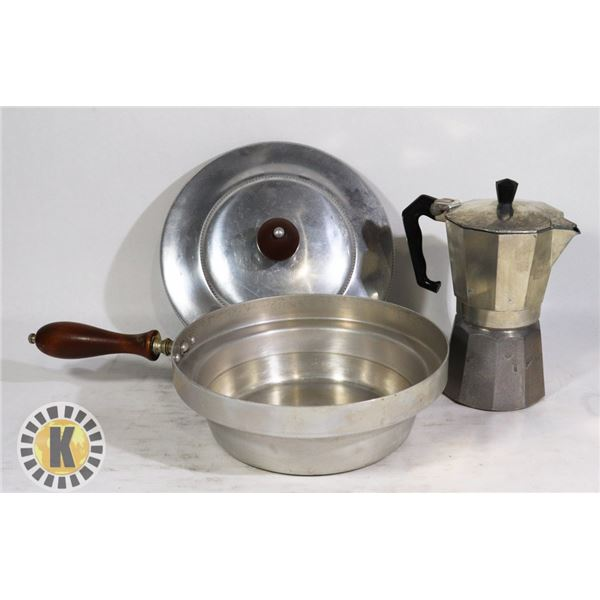 1 COOKING POT AND 1 VINTAGE ESPRESSO COFFEE POT