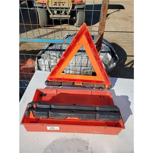 3 warning triangle flare kit