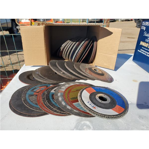 box of assorted cutting & grinding discs
