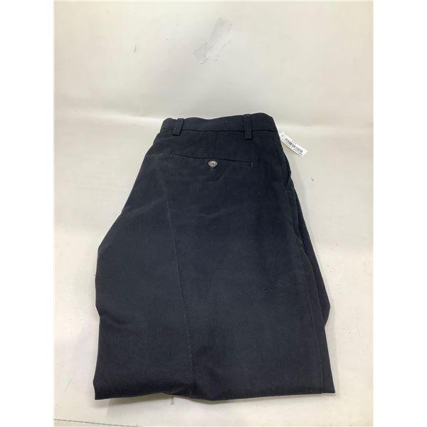 Amazon Essentials Dress Pants Size (30 X 28)