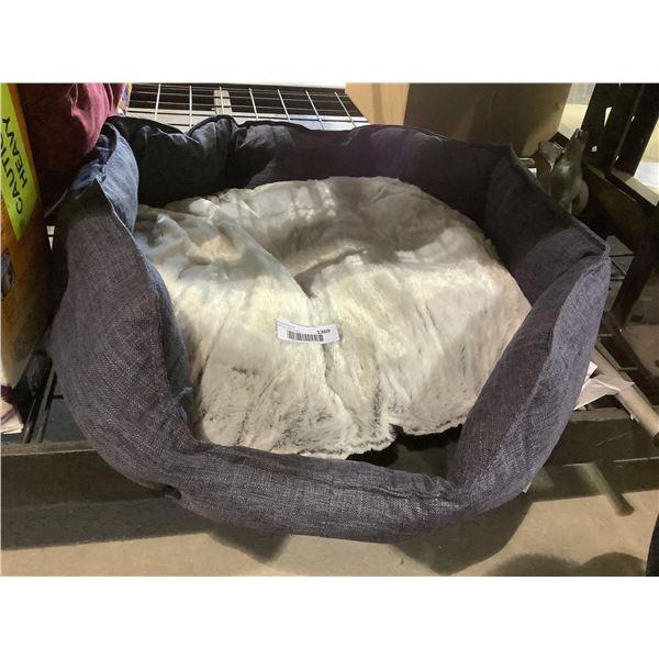 AmazonbasicsPet Bed (27.6in x 25.6in x 7.1in)