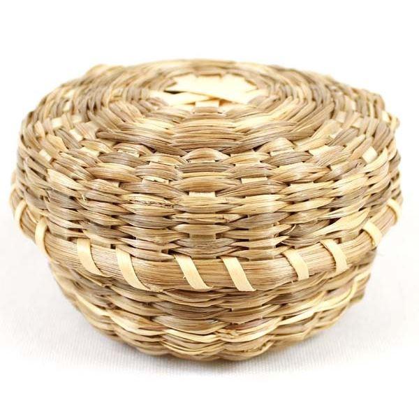 Native American Micmac Sweetgrass Lidded Basket