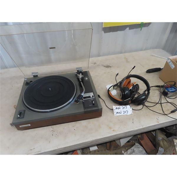 (MN) Pioneer PL-115 D Record Turntable & Head Phones