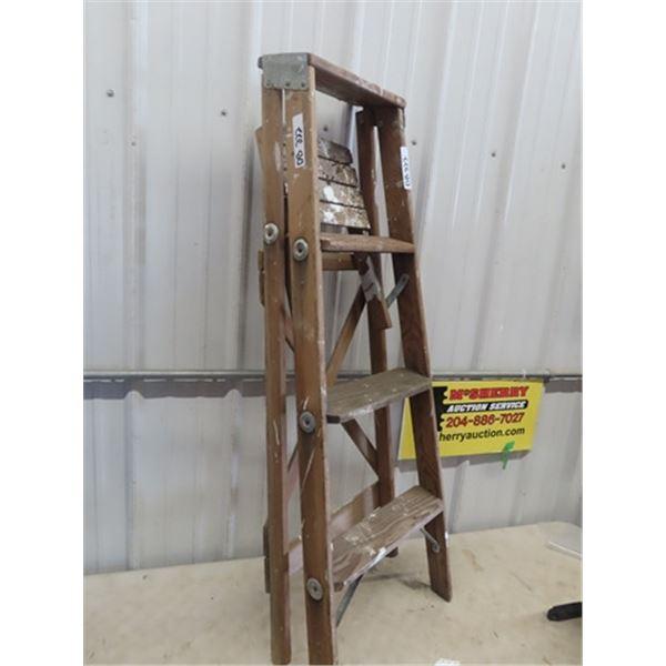 Wooden 4' Step Ladder