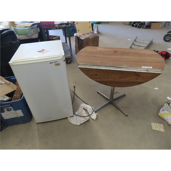 "(MN) Sanyo Bar Fridge & Apartment Drop Leaf Kitchen Table 36"" Rd"