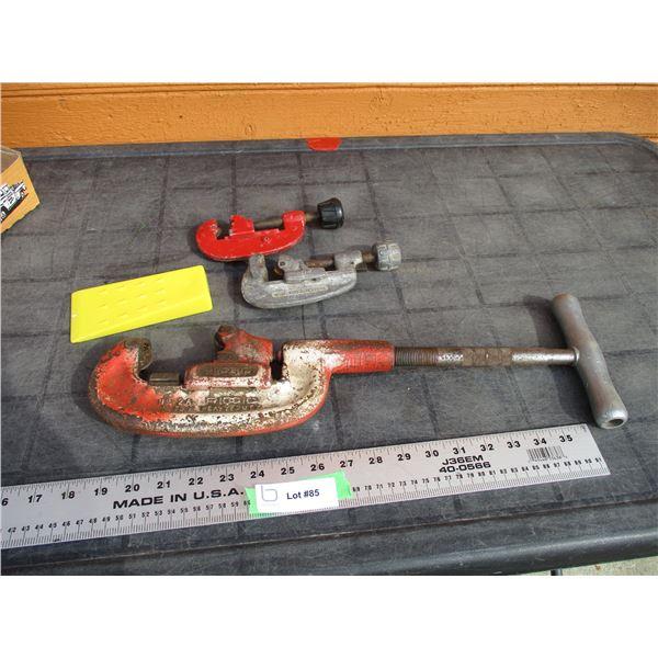 Rigid 1/8-2in pipe cutter + 2 small pupe cutters