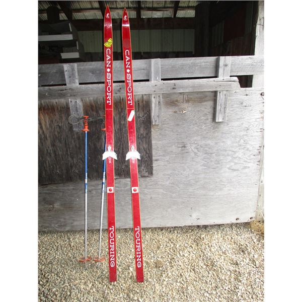Can sport touring - pair of downhill skis with poles
