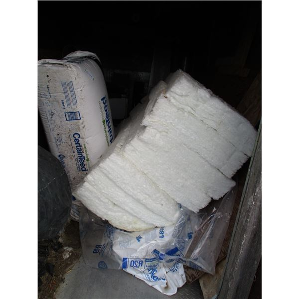 lot of insulation (1 new bag)