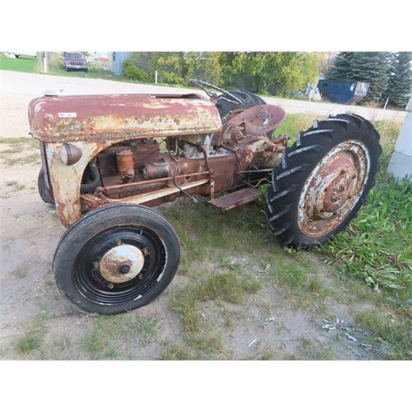 Ford 8 N Tractor 3PH 540 PTO - NOT RUNNING Fixer Upper or Parts